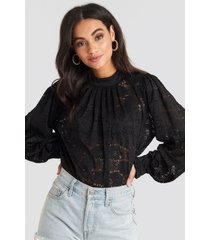 na-kd boho high collar flower lace blouse - black