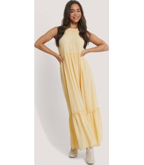 na-kd party flowy frill maxi dress - yellow