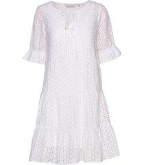 nualzbet ss dress knälång klänning vit nümph
