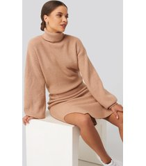donnaromina x na-kd polo neck ribbed knit sweater - beige