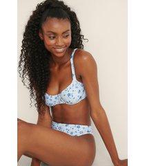 mimi a.r x na-kd recycled, rynkad bikini med en kupdesign - blue