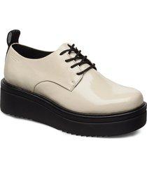 tara snörade skor låga vit vagabond