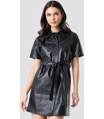 na-kd trend pu belted shirt dress - black