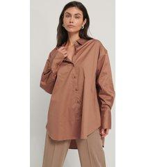 na-kd reborn recycled oversize skjorta med ficka - brown