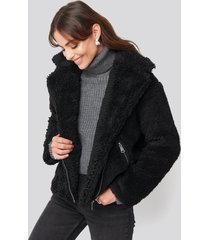 hannalicious x na-kd short faux fur belted biker jacket - black