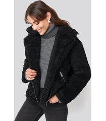hannalicious x na-kd short faux fur belted biker jacket - black