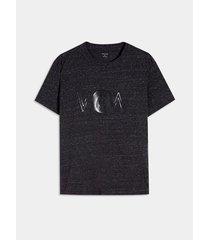 camiseta efecto metálico