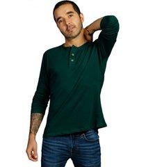 camiseta verde pino luck & load cuello tres botones manga larga