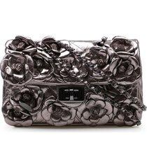 bolsa transversal feminina corello flower couro metalizado corello bolsa transversal prata velho