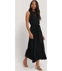 na-kd trend ärmlös klänning - black