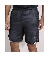 bermuda esportiva ace estampado tie dye com short compressão e b bolsos chumbo
