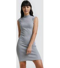 vestido corto unicolor color gris, talla 10