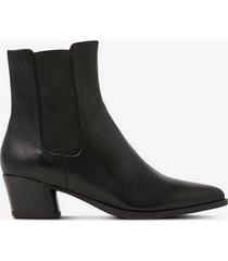 boots lara