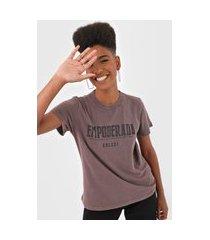 camiseta colcci empoderada marrom