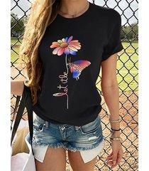 camiseta de manga corta con cuello redondo de flores y mariposas