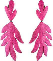 natori acacia wood pink leaf clip earrings, women's