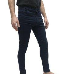 pantalón azul desigual