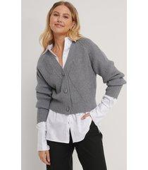 na-kd croppad tröja med stora knappar - grey