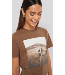 misslisibell x na-kd photo print tee - brown