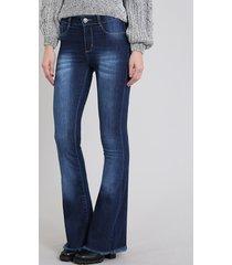calça jeans feminina sawary flare com barra desfiada azul escuro