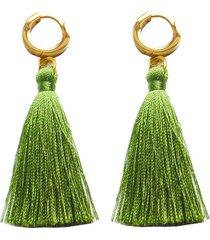 aretes en acero con borla de hilos color oliva amme
