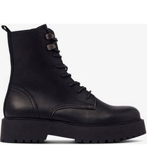 boots heavy lace up