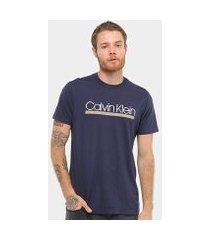 camiseta calvin klein slim estampada relevo masculina