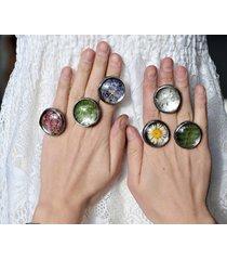 pierścionek z prawdziwą roślinką.