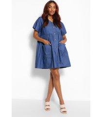 zwangerschaps gesmokte chambray jurk met knopen en zakken, middenblauw