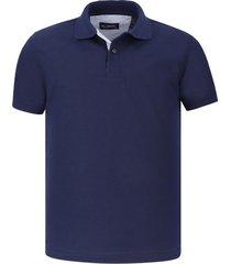 camiseta tipo polo azul oscura hamer fondo entero