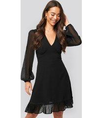 na-kd boho dobby marked waist mini dress - black