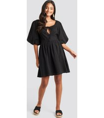 na-kd boho key hole puff sleeve mini dress - black