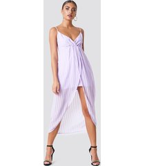 na-kd party twist front strap dress - midiklänningar - purple