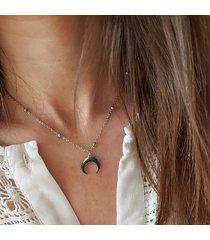 delikatny łańcuszek z księżycem