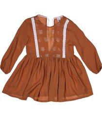 vestido marrón paulem pechera