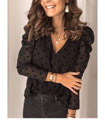 blusa de manga larga con cuello en v y lunares parcialmente forrados de malla negra