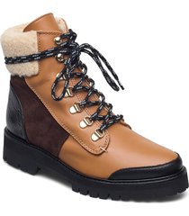 selma pecan reptile leather / creme suede / h y leather shoes boots ankle boots ankle boot - flat brun flattered