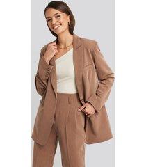 na-kd classic long fit blazer - brown