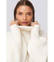 donnaromina x na-kd ribbed polo cable knit sweater - white