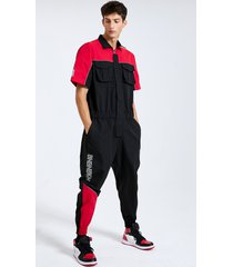 mono de manga corta con múltiples bolsillos con estampado de bloques de color de letras estilo hip hop para hombre mono