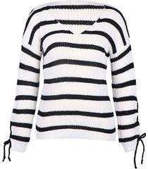 suéter de rayas blancas con cuello en v y cordones diseño