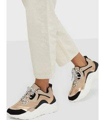 steve madden antonia sneaker low top