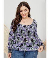 blusa fruncida con estampado floral y cuello cuadrado de talla grande