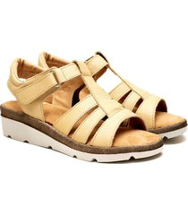 sandalia de cuero beige valentia calzados brenda 308