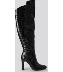 na-kd shoes glossy reptile overknee boots - black