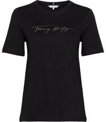 regular open-nk emb script tee t-shirts & tops short-sleeved svart tommy hilfiger