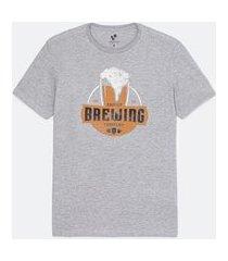 camiseta comfort estampa localizada brewing | marfinno | cinza médio | g