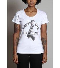 camiseta também morre quem atira