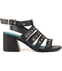 sandalia de tacón negra con taches cosmos