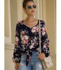 blusa de manga larga anudada con cuello en v y estampado floral al azar azul marino
